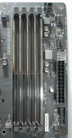 """Oberhalb des ATX-Power-Connectors: vier """"EZ Debug LED"""", die anzeigen, wenn CPU, RAM, Grafikkarte oder Bootlaufwerk ein Problem haben."""